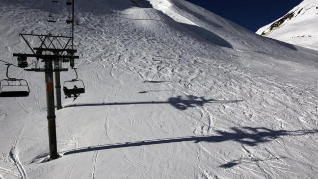 Der Schnee ist da, doch die Skifahrer fehlen: Leere Pisten im Skigebiet Andermatt Sedrun.