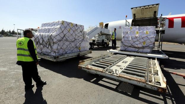 Eine Hilfslieferung per Flugzeug ist in Jemen angekommen.