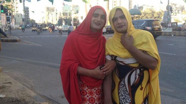 Transsexuelle in den Strassen von Karachi.