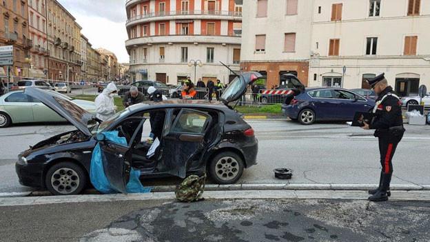 Das Auto, aus dem der Schütze in Macerata auf Dunkelhäutige schoss..