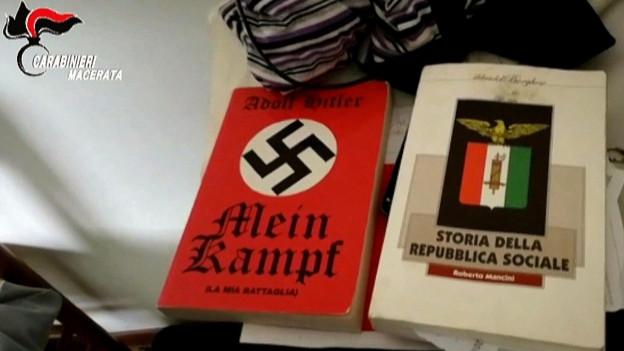 Die italienische Polizei fand beim Schützen von Macerata unter anderem eine Kopie des Hitler-Buches «Mein Kampf».