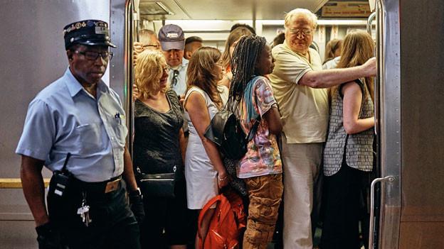 Pendler und Pendlerinnen an der Penn Station.