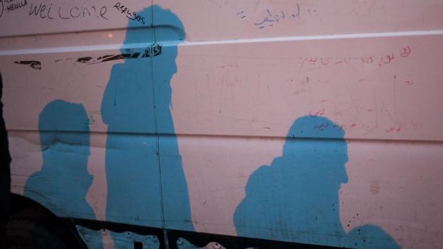 Schattengestalten: Die Migranten in Calais sind illegal vor Ort und fristen ein sehr schwieriges Dasein.