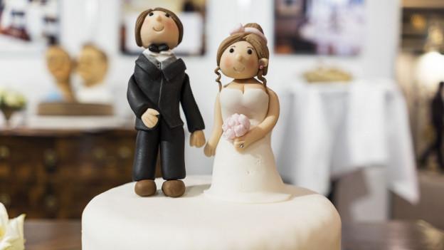Verliebt, verlobt, steuerlich benachteiligt? Die Hochzeitstorte kommt manche Paare teuer zu stehen.