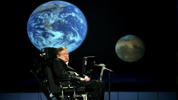 Stephen Hawking bei einem Vortrag.