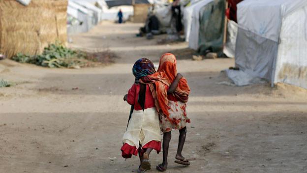 Zwei Kinder in einem Flüchtlingslager in Tschad.