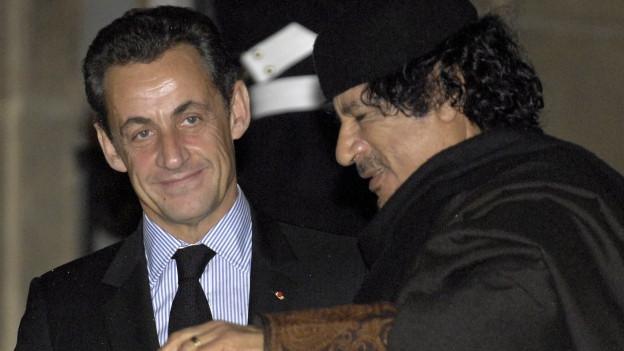 Sarkozy und Gaddafi während des Saatsbesuchs 2007 in Paris.