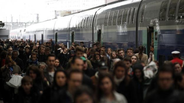 Nichts geht mehr: Die ÖV-Angestellten in Frankreich streiken.