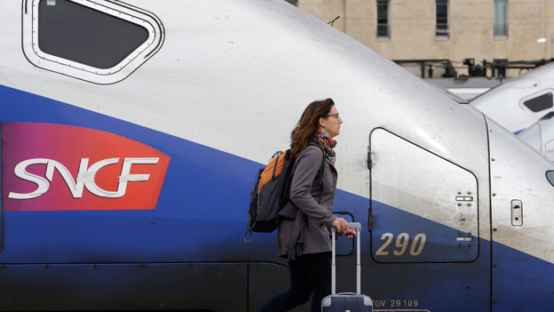 Der Streik bei der französischen Staatsbahn SNCF hat Berufspendler besonders in den Metropolen betroffen. TGV im Bahnhof Saint Charles in Marseille.