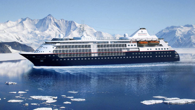 Die «Silver Cloud» ist ein mittelgrosses Kreuzfahrtschiff mit Platz für 250 Passagiere. Das Besondere: Sie ist gebaut auch für Fahrten in eisigen Gewässern. Ende Juni wird das Schiff auf Spitzbergen in Longyearbyen eintreffen. Die «Silver Cloud» ist eines von 9 Schiffen der italienischen Reederei Silversea. Der Norden ist das Hauptgeschäft von Silversea.