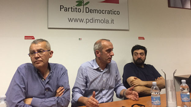 Katerstimmung vor den Wahlen: Der Sekretär des Partito Democratico von Imola, Marco Raccagna (Mitte), leitet eine Parteiversammlung.