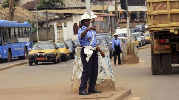 Auf den Strassen von Kamerun kommt es immer wieder zu Ausschreitungen.