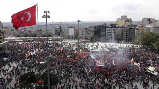 Vor fünf Jahren: Im Mai 2013 protestieren Tausende gegen die Regierung von Präsident Recep Tayyip Erdogan.
