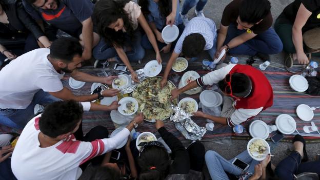 Schmeckt, aber macht dick: das abendliche «Iftar» Essen in Amman, Jordanien.