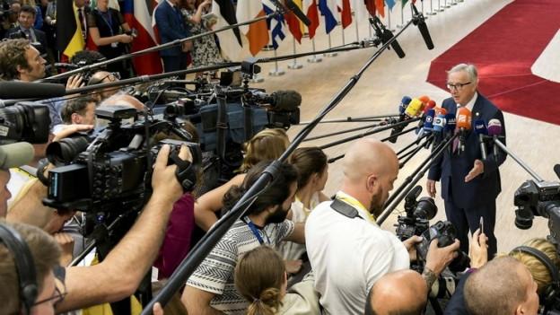 Zu sehen ist Jean-Claude Juncker, Präsident der EU-Kommission, zu Beginn des EU-Migrationsgipfels in Brüssel.
