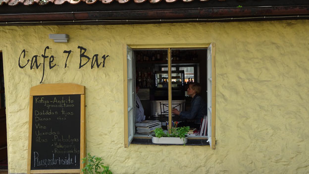 Nach 12 Jahren im Ausland nach Lettland zurückgekehrt: Leldes Café in Cesis, mit einem Startkapital der Gemeinde vor zwei Jahren eröffnet.