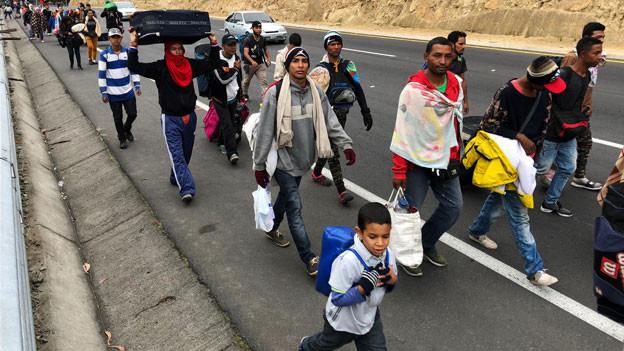 Flüchtlinge aus Venezuela auf dem Weg nach Peru.