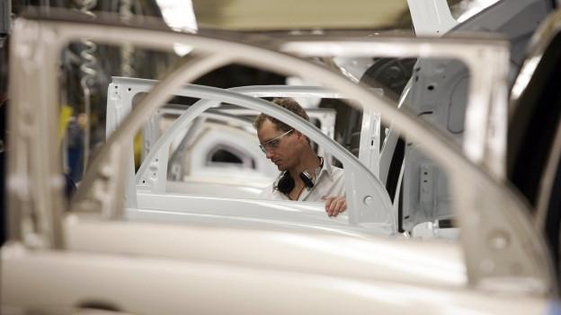 Arbeiter in einer Fabrik in Kanada