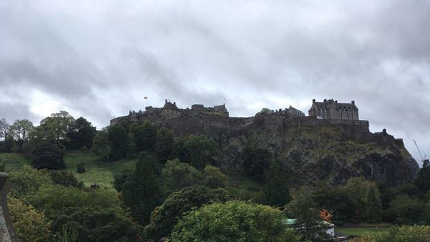 Dunkle Wolken über dem Edinburger Schloss:  Schottinnen und Schotten sorgen sich um die ihre Zukunft nach dem Brexit