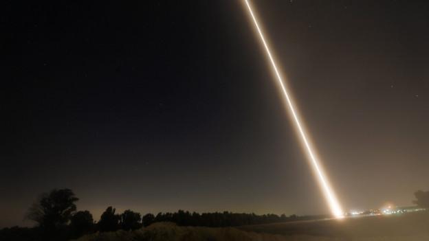 Eine Rakete wird im Gaza-Streifen abgefeuert.