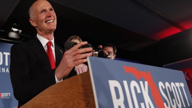 Das Bild zeigt den neuen Senator Floridas, Rick Scott, in der Wahlnacht in der Stadt Naples im US-Bundesstaat Florida.