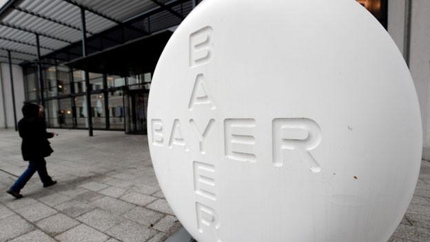 Der Leverkusener Pharma- und Agrarchemiekonzern Bayer will bis Ende 2021 weltweit rund 12'000 Stellen abbauen.