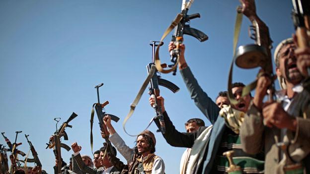 Stammesangehörige in Jemen zeigen ihre Freude zu den Friedensverhandlungen in Schweden.