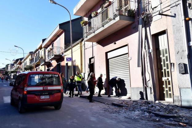 Zerstörte Strasse im Dorf Fleri nach dem Erdbeben vom 26. Dezember
