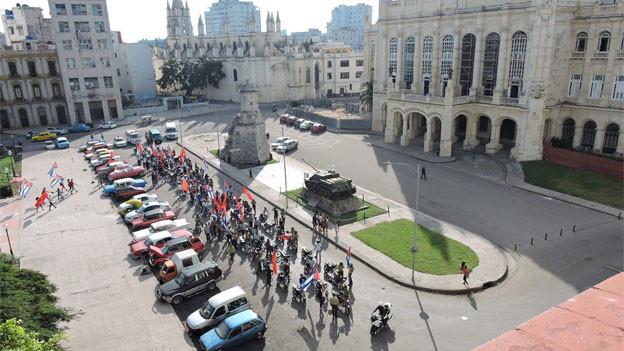 Die kommunistische Jugend vor dem Revolutionsmuseum in Havanna: 60 Jahre nach der Revolution hat sich Kuba verändert und geöffnet, aber die Vorherrschaft der KP bleibt.