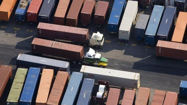 Container am Hafen von Newark in New Jersey.
