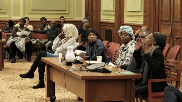 Die neue Bürgerbewegung gegen die Gentrifizierung kämpft mit allen legalen Mitteln. An diesem Hearing der Aufsichtskommission des Stadtparlament sprechen Dutzende von Betroffenen vor. Gegen Bauprojekte gehen sie mit Einsprachen vor. Auch die junge Generation ist mobilisiert.