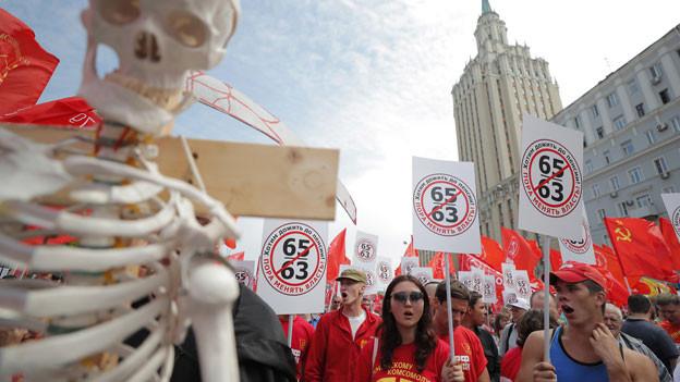 Nein zum höheren Rentenalter in Moskau: In Russland wächst der Unmut über die russische Regierung und Präsident Putin, weil sie kaum mehr Wert auf soziale Gerechtigkeit legen – so die Klage.  Die Unterstützung für den Präsidenten bröckelt in ganz Russland.