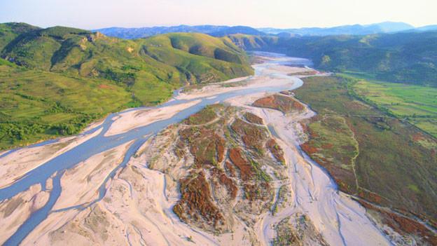 Die Vjosa in Albanien – einer der letzten gänzlich unverbauten Flüsse Europas.