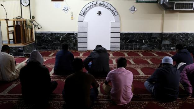Muslime beim Freitagsgebet in Athen.