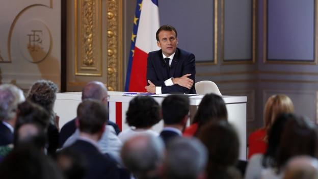 Frankreichs Präsident Emmanuel Macron präsentiert seine Lehren aus der Bürgerdebatte.