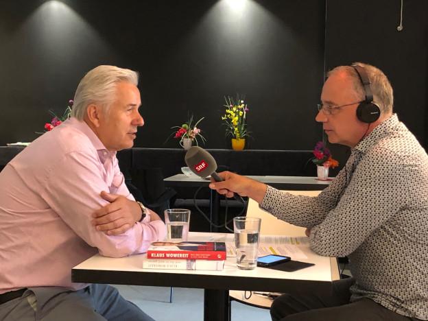 Klaus Wowereit beim Interview im Schwulen Museum in Berlin