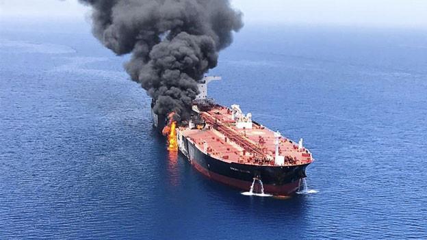 Einer der im Golf von Oman beschädigter Oeltanker.
