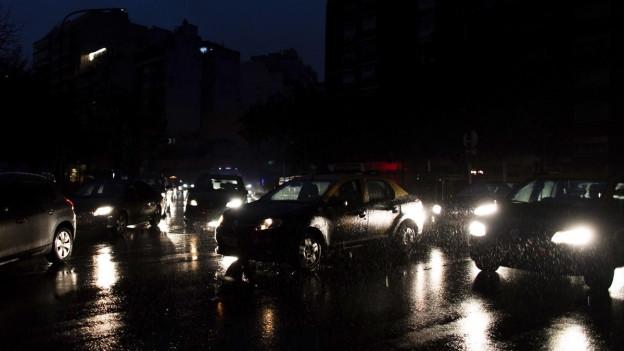 Blackout in Argentinien: Nur Autos geben Licht