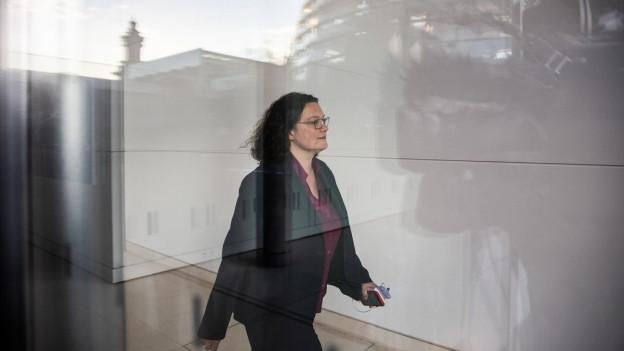 Die damalige SPD-Vorsitzende Andrea Nahles geht am Bundestag vorbei.