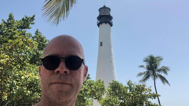 Matthias Kündig auf Key Biscayne mit Blick auf den Leuchtturm Cape Florida Light.