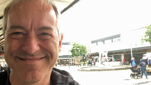90 Prozent Migrantinnen und Migranten leben in Rinkeby, einem Aussenquartier Stockholms. Bruno Kaufmann besuchte ein Café im Zentrum.