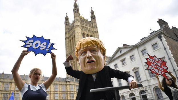 Demonstranten gegen den Brexit vor dem britischen Parlament in London.