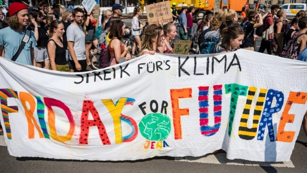 "Jugendliche demonstrieren am ""Fridays for Future"" Ende August in Leipzig."