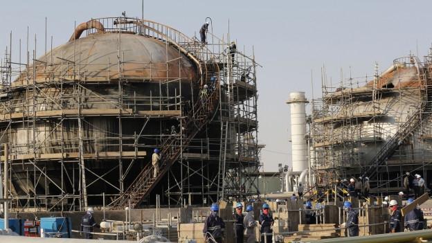 Aufbauarbeiten am Ölfeld von Abqaiq nach den Angriffen vom 14. September.
