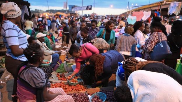 Plastiksäcke sind verboten. Zu sehen ist der Markt in Kiambu nördlich von Nairobi.