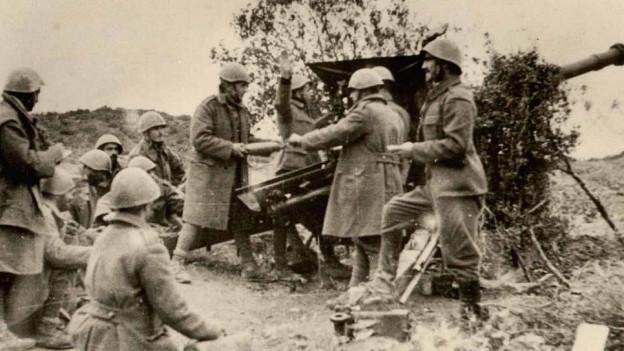 Griechische Artillerie im Einsatz