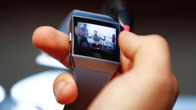 Google legt zwei Milliarden für Fitnessuhren-Hersteller auf den Tisch..