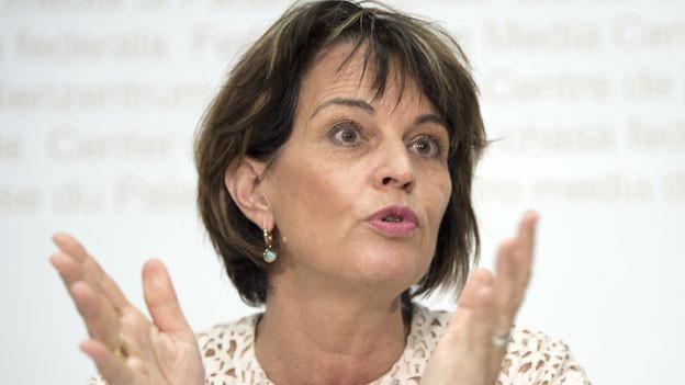 Die damalige Bundesrätin Doris Leuthard spricht an einem Point de Presse zur Zielerreichung der Post und nimmt Stellung zu der Postauto-Affäre am 11. Juni 2018 in Bern.