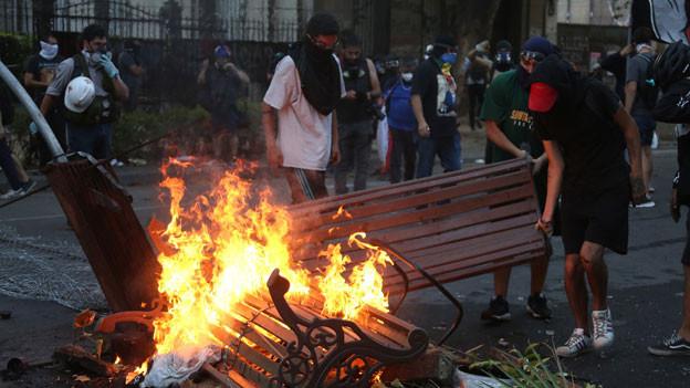 Wochenlang dauerten die heftigen Massenproteste in Chile an. Noch ist die Ruhe nicht zurück.
