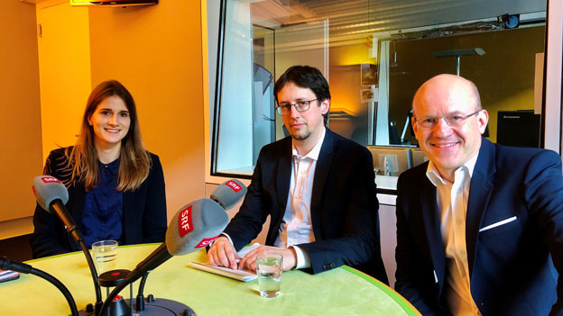 Larissa Rhyn, sie berichtet für die NZZ aus dem Bundehaus, Fabian Renz, Leiter der Bundeshausredaktion und Philipp Burkhardt, Leiter der Bundeshausredaktion von Radio SRF.